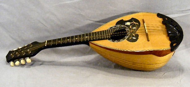 24M: Estate mandolin, no label, excellent condition, 25