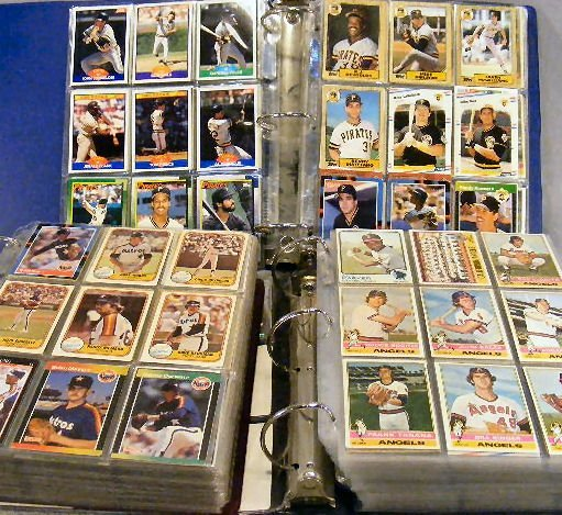 4U: 3 albums of baseball cards, 1970's, 80's & 90's. To