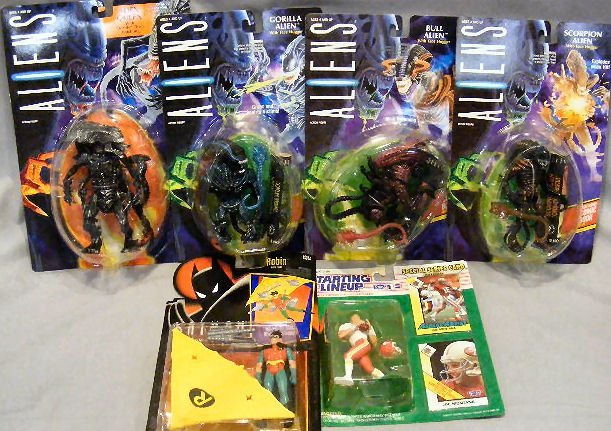 9G: Action figures. 4 Aliens figures by Kenner (1992).