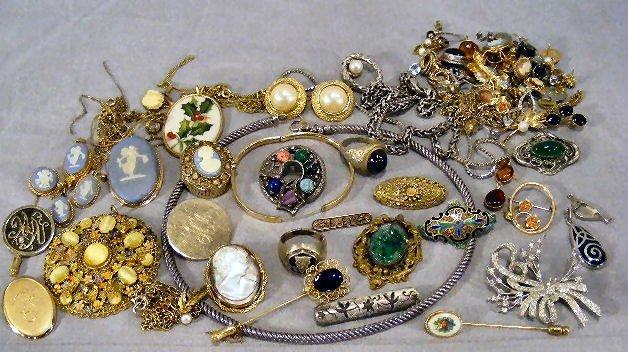 75J: Jewelry, Wedgwood pin, earrings, stickpin, pendant
