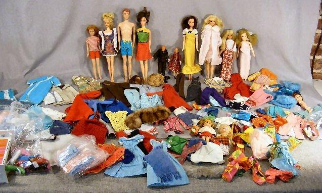 6D: Large lot of Mattel Barbie dolls, clothes, accessor