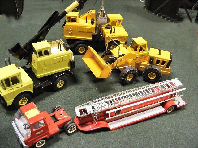 13B: Tonka trucks, 4pcs. 1970's 3930 Shovel, Loader, Cr
