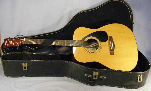24B: Yamaha F-310  Acoustic Guitar, excellent condition