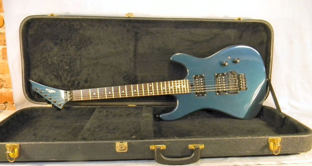 17A: Kramer Phantom electric guitar with case, excellen