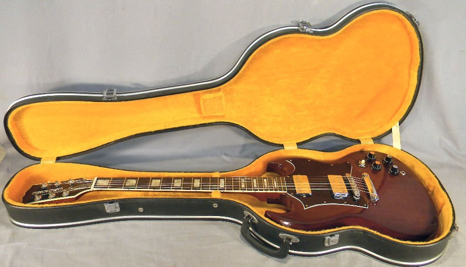 18A: Carlo Robelli Deluxe electric guitar and case, din