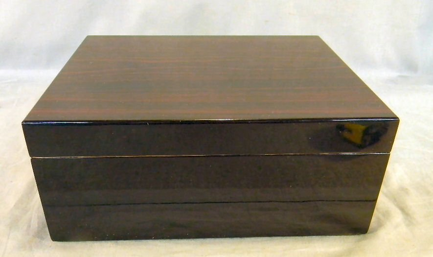 23A: Rosewood cigar humidor, excellent condition, 11.5""