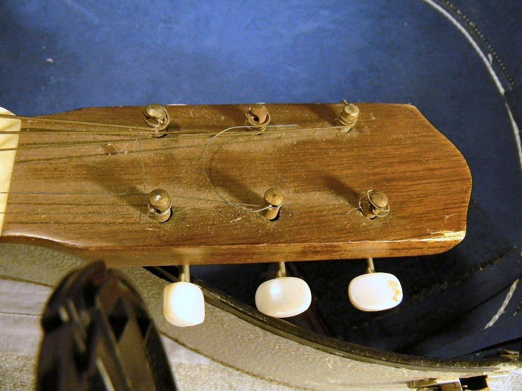 265B: Acoustic guitar, made in Korea, model G-100, one  - 6