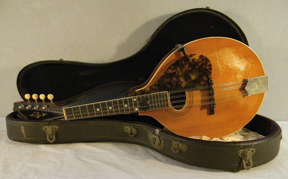 75R: Gibson A-3 mandolin with case, mandolin has no chi