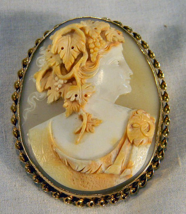 14K gold shell cameo brooch/pendant carved in hig