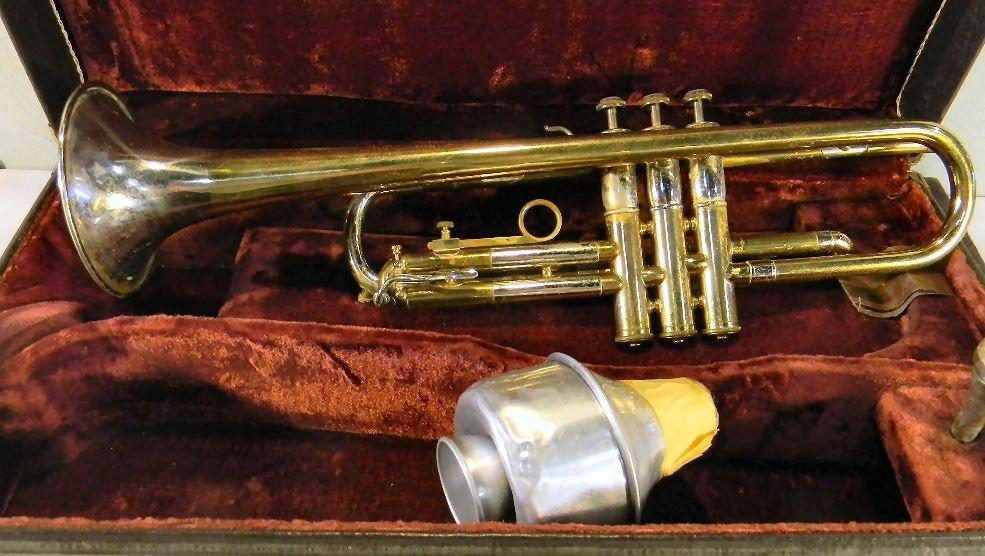 Estate F.E. Olds & Son Studio Model trumpet, no dents,