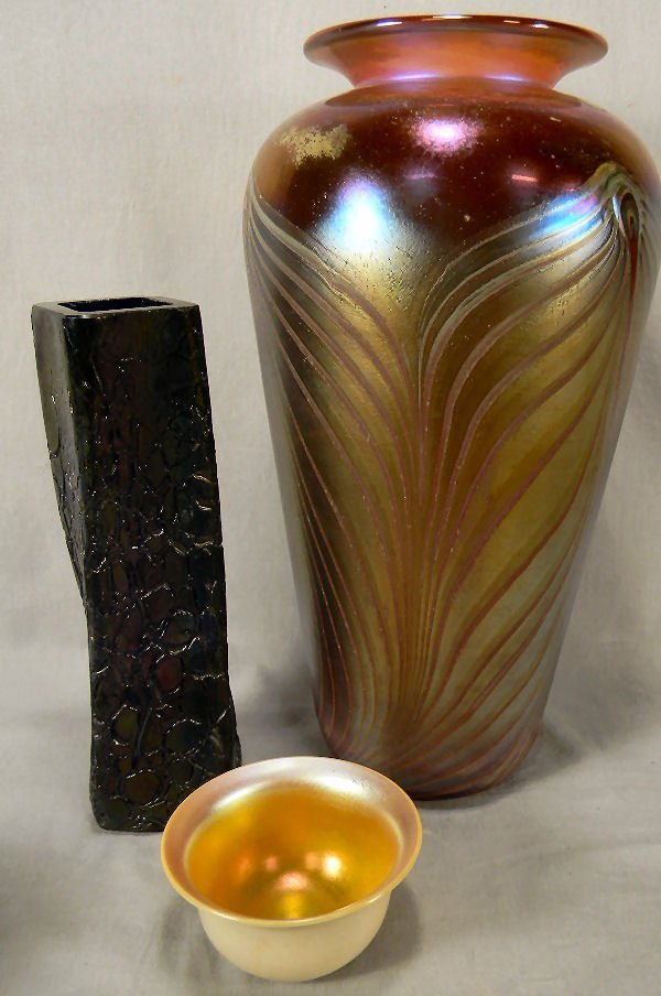 """Three pieces of art glass, 20th century 14"""" pulled feat"""