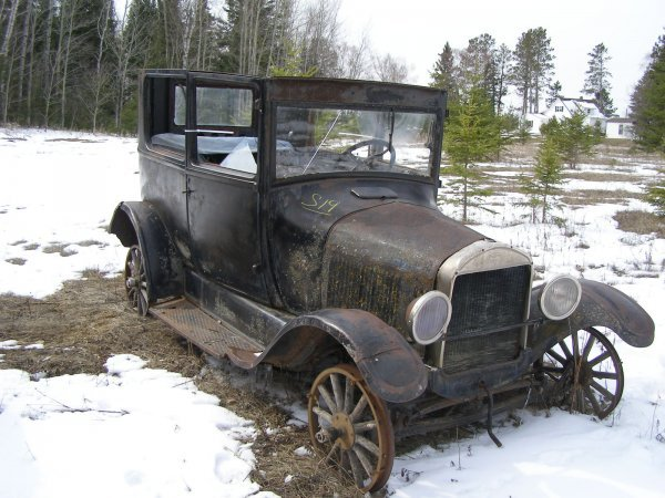 19S: 1926 FORD Model T 2dr Sedan for Rod or Restore