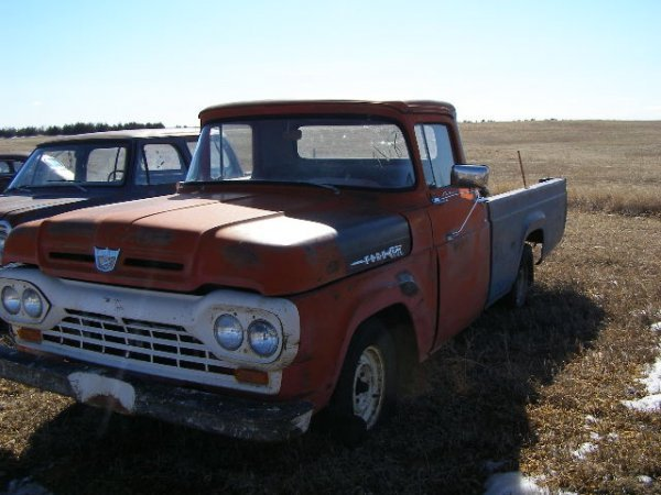 8V: 1961 Ford F-100 Pickup