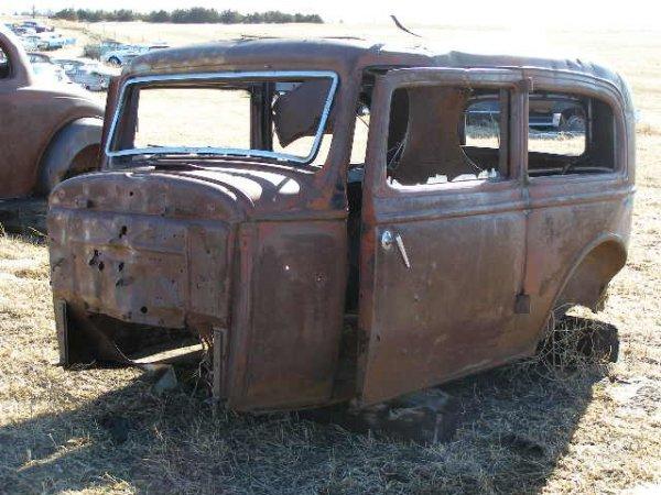 12V: 1932?  Ford 2dr Sedan