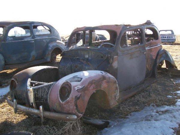19V: 1940 Ford 2dr Sedan
