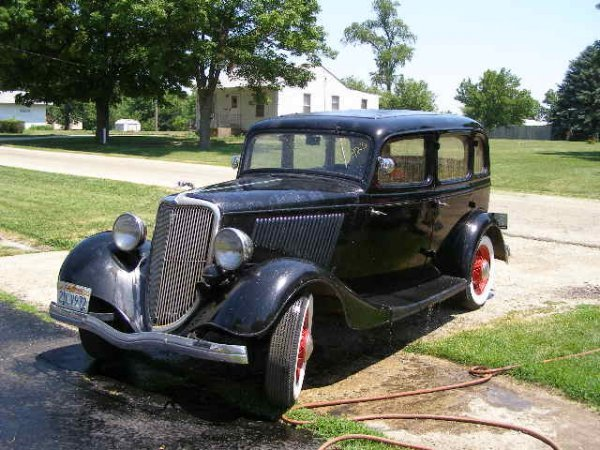 23A: 1934 Ford 4dr Suicide