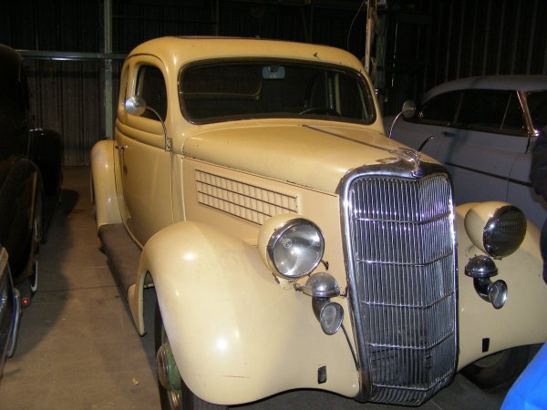 26A: 1935 Ford 5 window Coupe
