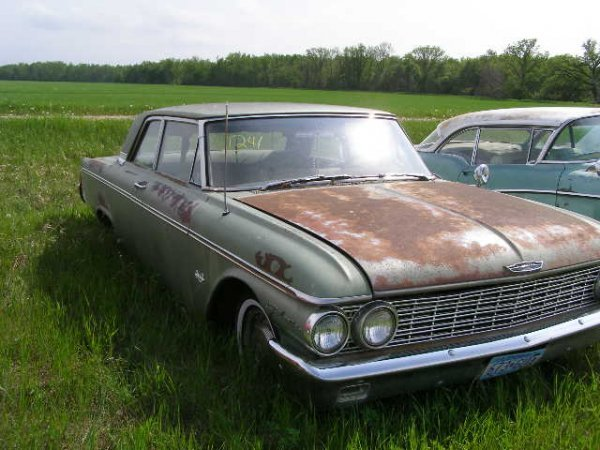 241V: 1961 Ford Galaxie 2dr Sedan