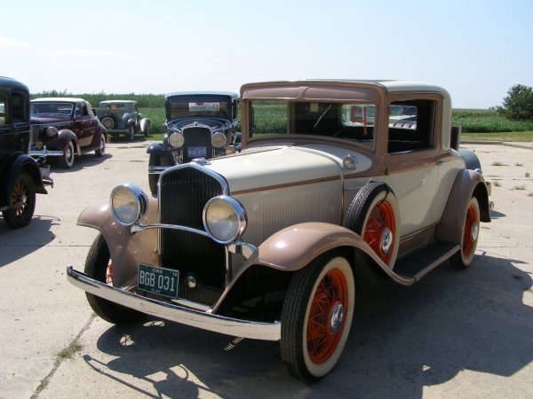 4B: 1931 DeSoto Deluxe rumble Seat Coupe
