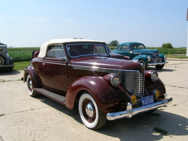 9B: 1938 DeSoto 2 Door rumble Seat Convertible