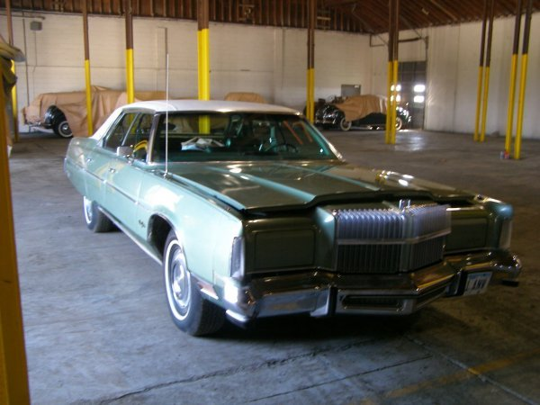17B: 1977 Chrysler New Yorker 4dr Hard top