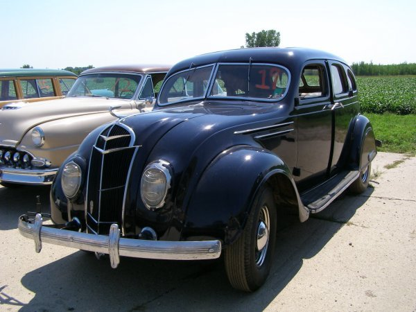 19B: 1935 DeSoto AirFlow 4 door Sedan