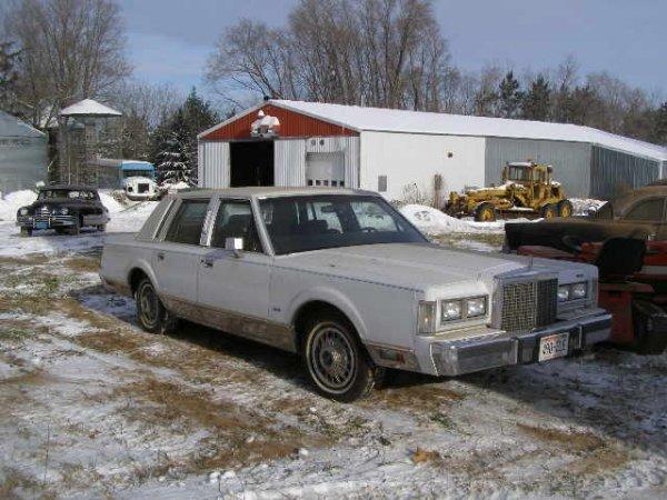 15W: 1985 Lincoln  Town Car 4dr Sedan