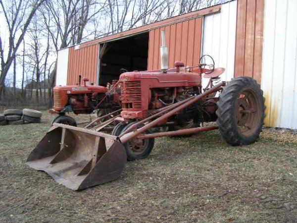 5R: Farmall M Tractor with Bucket
