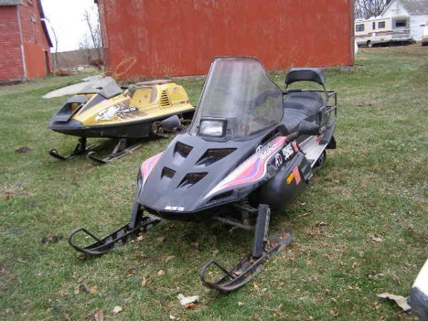 8R: 1993 Artic Cat panther Snowmobile