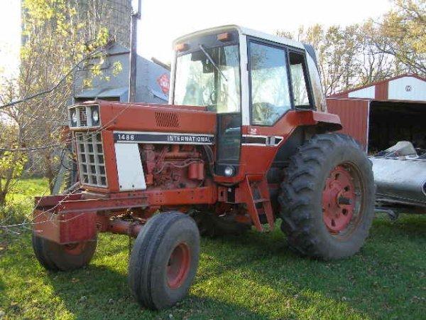 10R: International Farmall 1486 Cab Tractor