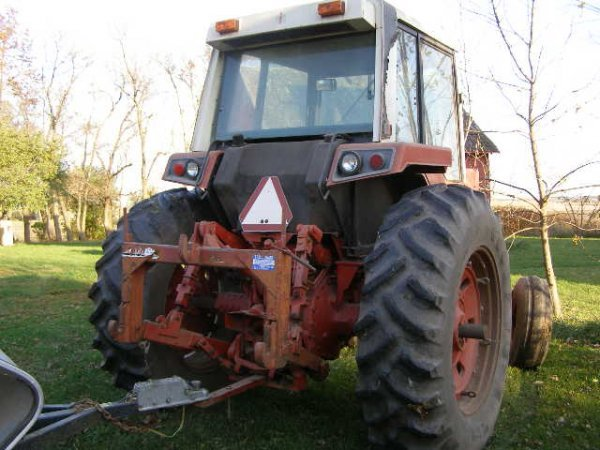 10R: International Farmall 1486 Cab Tractor - 3
