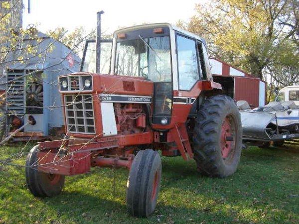 10R: International Farmall 1486 Cab Tractor - 4
