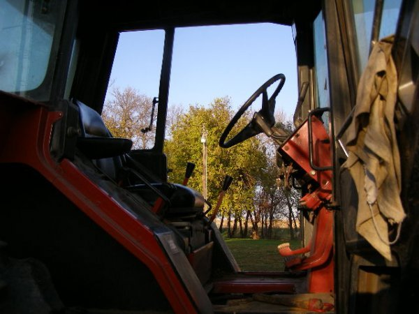 10R: International Farmall 1486 Cab Tractor - 6