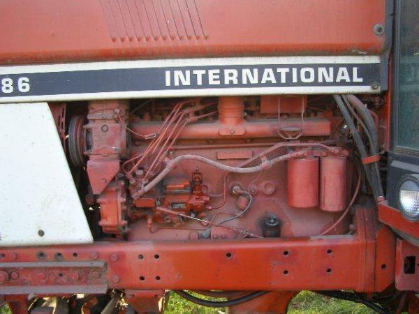 10R: International Farmall 1486 Cab Tractor - 8