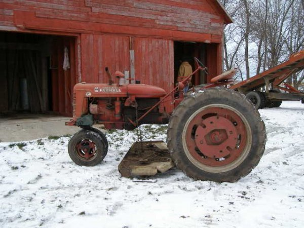 14R: Farmall Super C Tractor with Belly Mower - 2