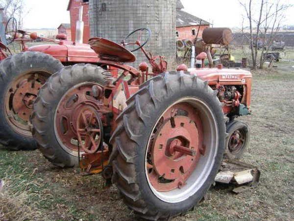 14R: Farmall Super C Tractor with Belly Mower - 8