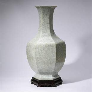 A CHINESE GUAN-TYPE PORCELAIN VASE & STAND MARKED QIAN