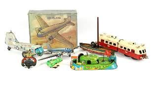 Lot mainly tin toys b.u. DC 3 plane