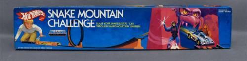 Mattel Hot Wheels Snake Mountain Challenge Stunt Set