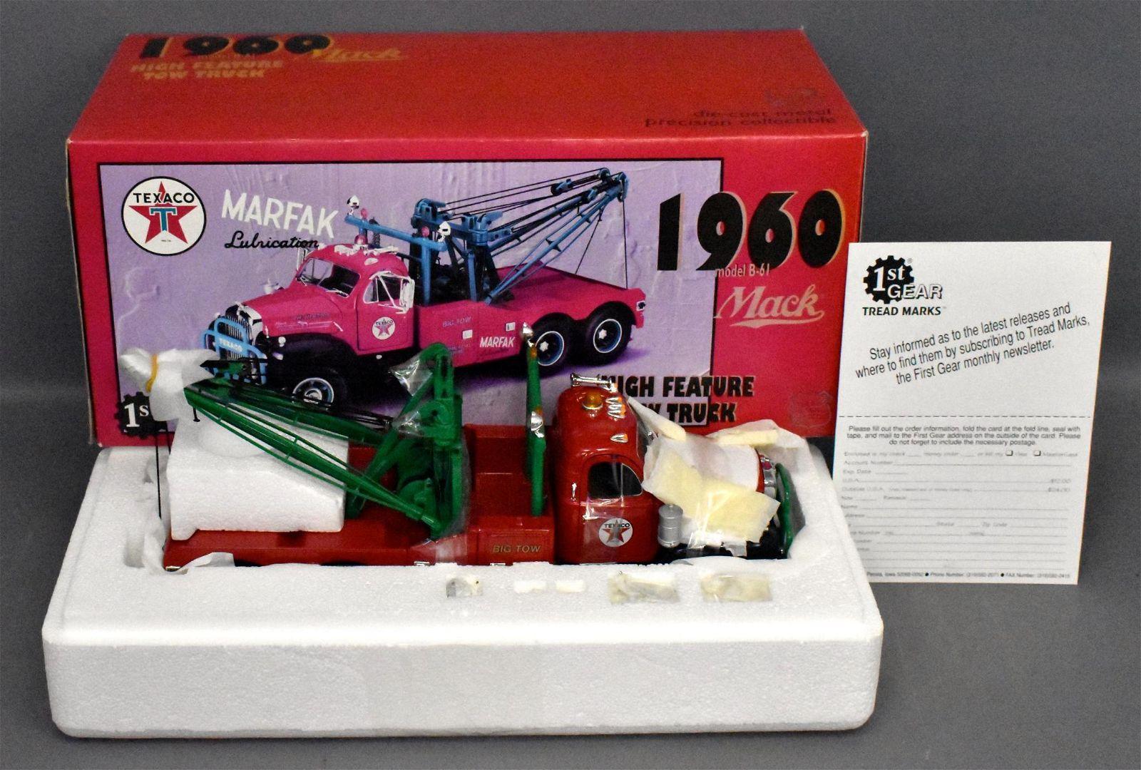 First Gear 1/25 die cast 1960 Mack Texaco B-61 tow