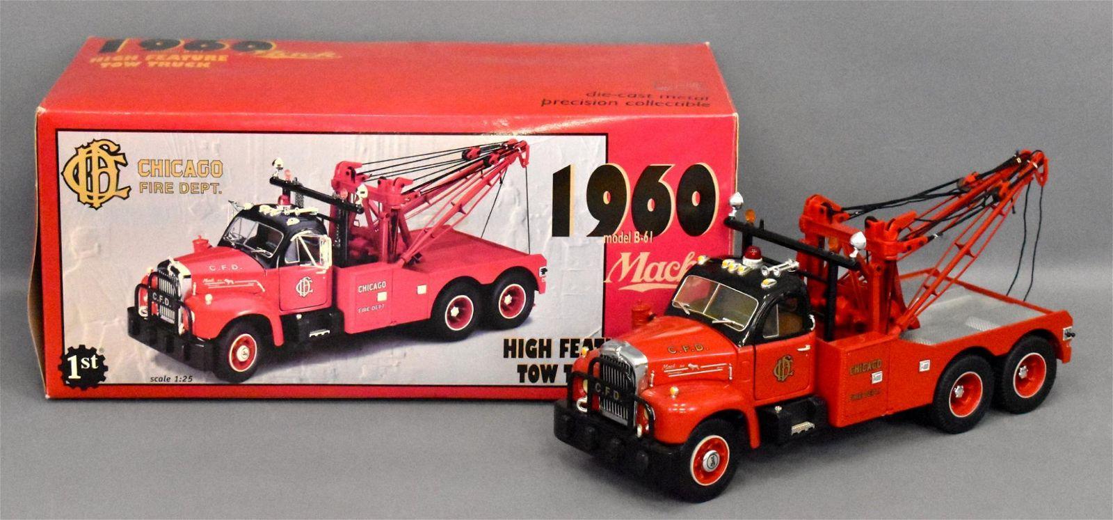 First Gear 1/25 die cast 1960 Mack B-61 tow truck