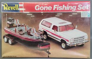 Factory sealed Revell Gone Fishing Set 1:25 scale