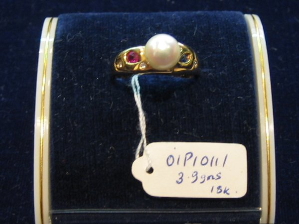 24: 18KT GOLD DIAMOND PEARL RINGS 1 PC
