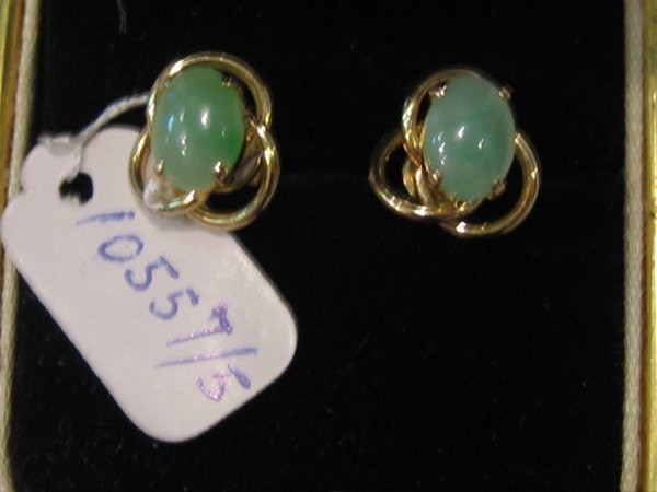 85: 18 KT GOLD JADE EARRINGS 1 PR