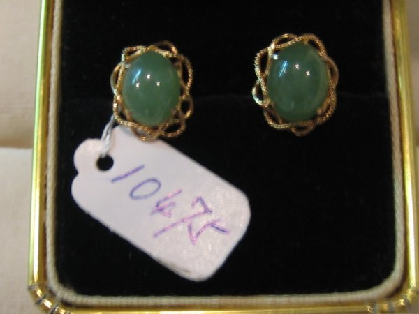 86: 19 KT GOLD JADE EARRINGS 1 PR