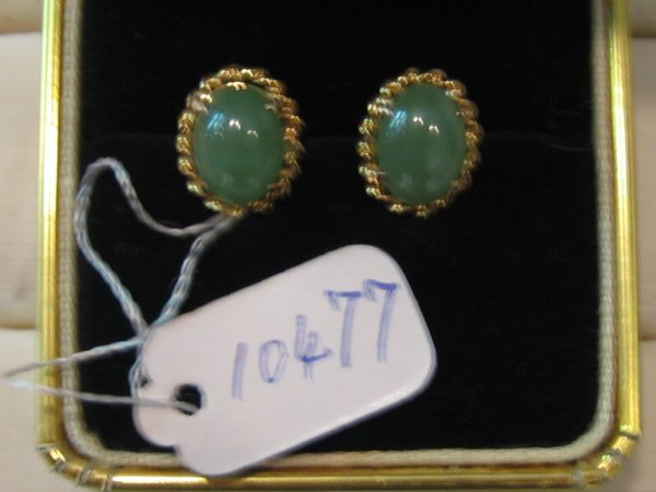 87: 20 KT GOLD JADE EARRINGS 1 PR
