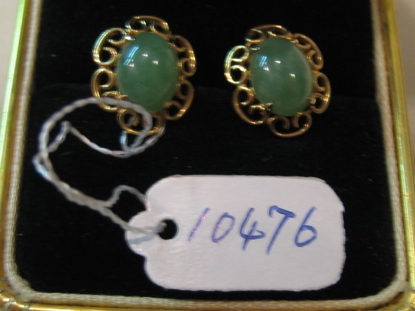 88: 21 KT GOLD JADE EARRINGS 1 PR
