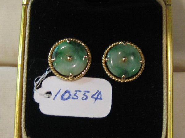 89: 22 KT GOLD JADE EARRINGS 1 PR