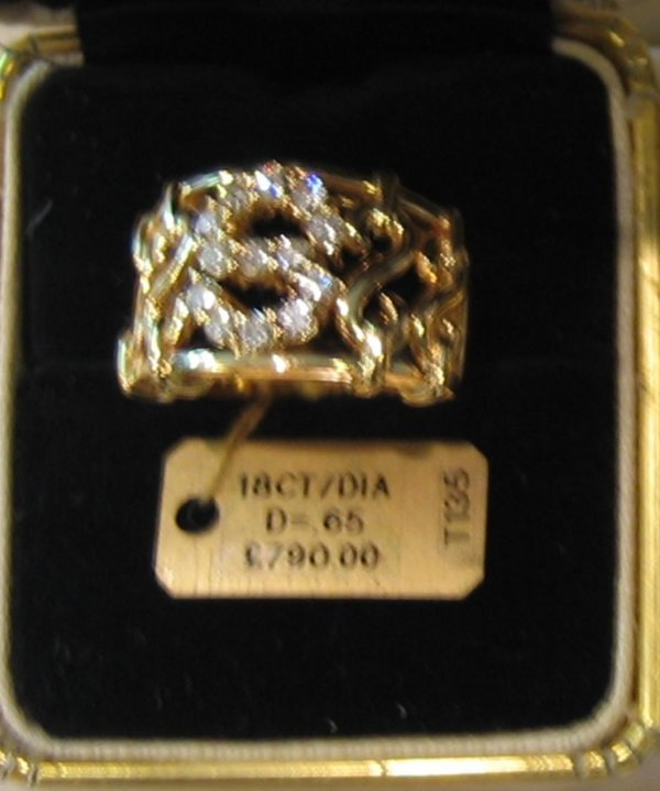 93: 1 PC 18KT GOLD DIAMOND S INITIAL RING