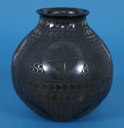 """249: Mata Ortiz Black Ware Pottery Olla 11 1/2"""" H. 9 1/"""